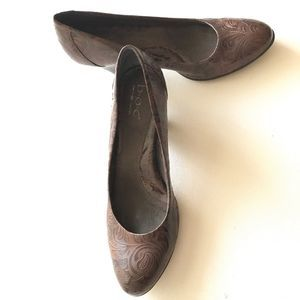B.O.C Brown Etched Pumps Heels Shoes Size 9.5M